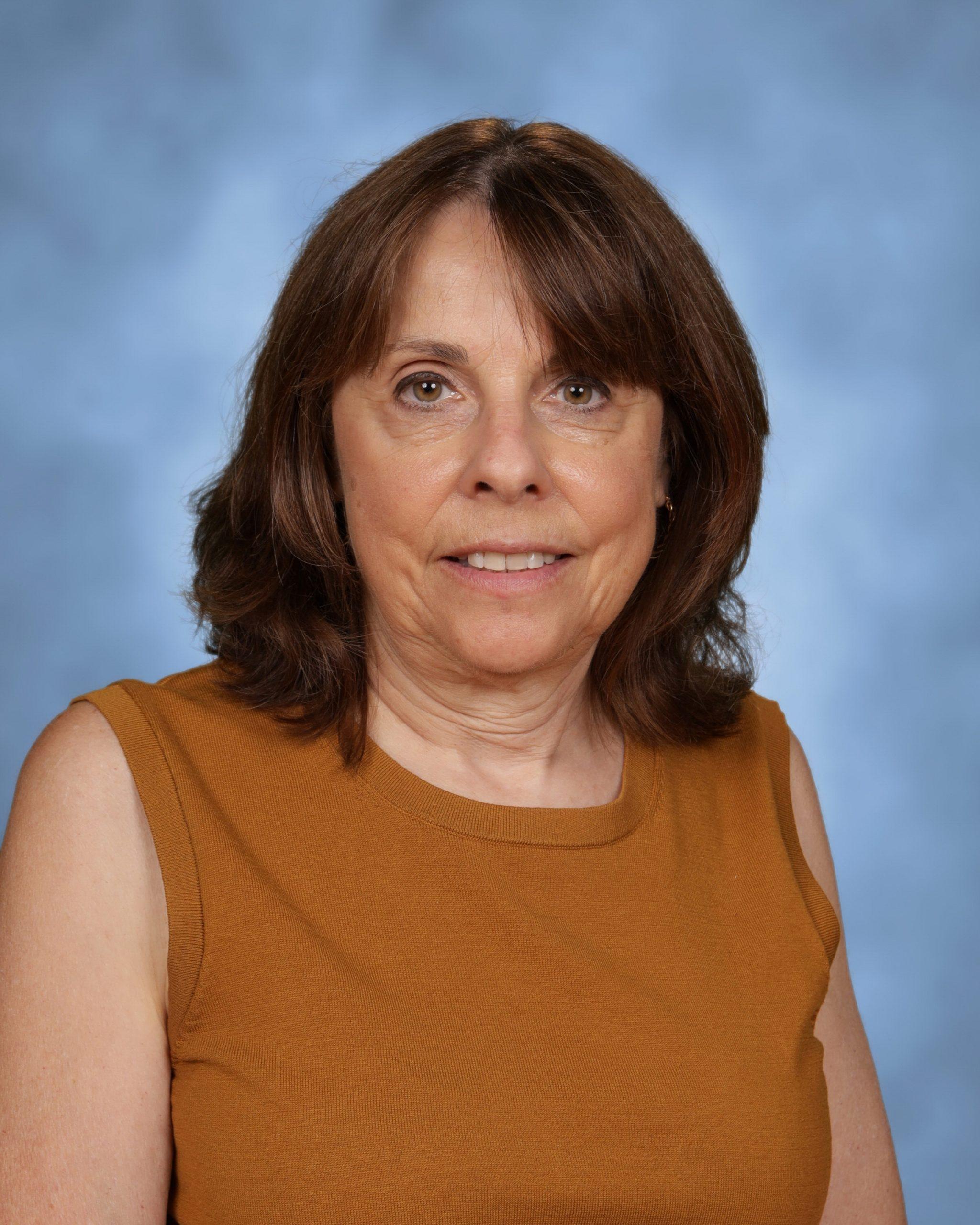 Ms. Carol Mack : Art (5-8)